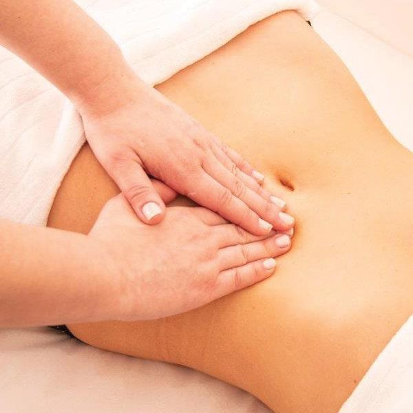 Ayurveda-Massage des Bauchs